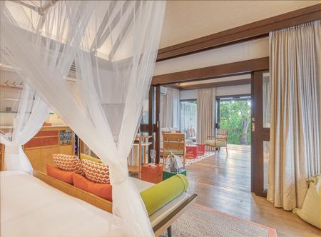 OZEN-LIFE-MAADHOO-Earth-Pavilion-Master-Bedroom-and-Living-Room_.jpg
