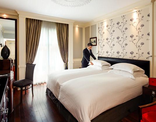 Sofitel_Legend_Metropole,_Hanoi_-_Opera_Wing_Premium_Room.jpg