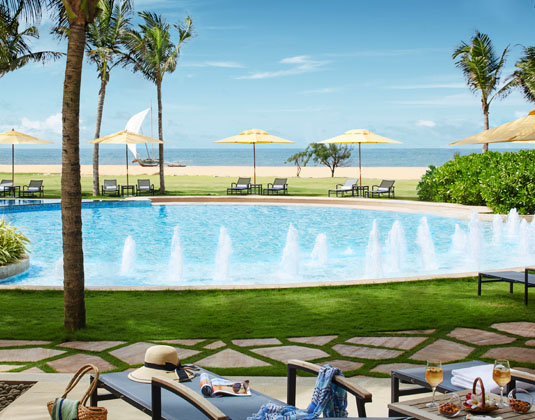 Heritance_Negombo_-_Pool_and_beach.jpg