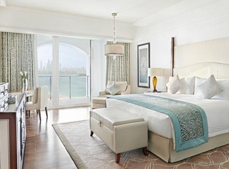 Waldorf-Astoria-Dubai-Palm-Jumeirah_deluxe-skyline-sea-view-room.jpg