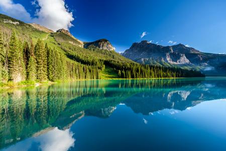 Emerald_Lake_shutterstock_551886562.jpg