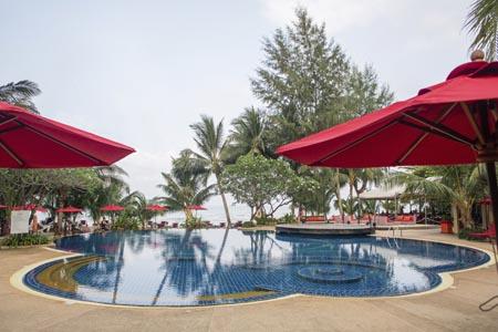 Centara-Koh-Chang_sea-breeze-pool-01.jpg