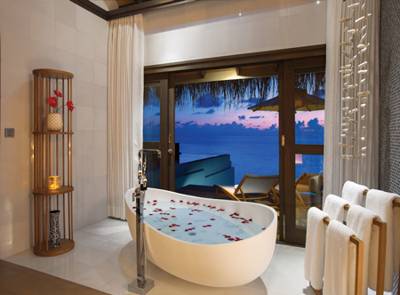 OZEN-LIFE-MAADHOO-Wind-Villa-with-Pool-Bath-Sunset.jpg