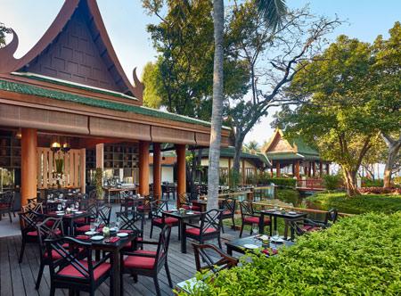Hyatt-Regency-Hua-Hin_21-Club-Louge-Deck.jpg