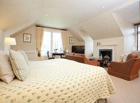 Longueville-Manor_junior-suite.jpg