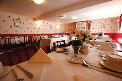 CB9090_2_Villa_Isis_dining_room.jpg