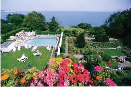 IOW20222_2_Luccombe_Hall_garden_and_pool.jpg