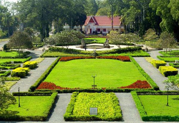 Raffles Grand d'Angkor gardens