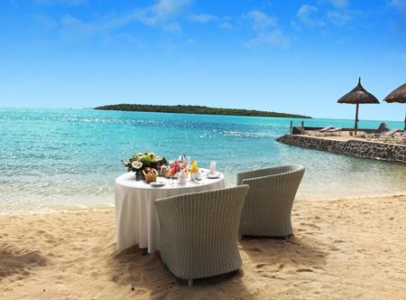 Preskil-Island-Resort_RESTOBAR_Breakfast-on-the-beach_8_H.jpg