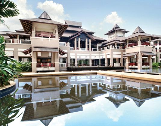 Le_Meridien_Chiang_Rai_Exterior_and_pool.jpg