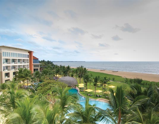 Heritance_Negombo_Pool_and_Beach.jpg