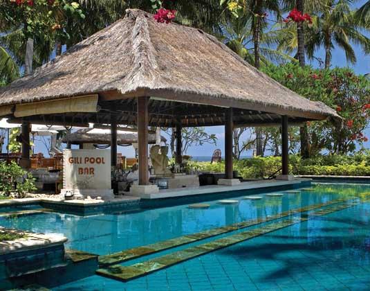 Holiday_Resort_Lombok_-_Gli_pool_bar.jpg