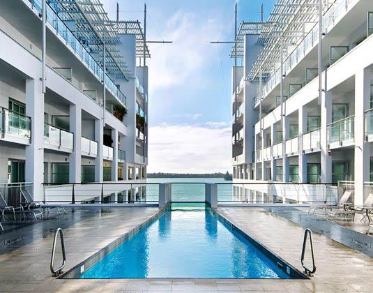 Hilton_Auckland_-_Pool.jpg