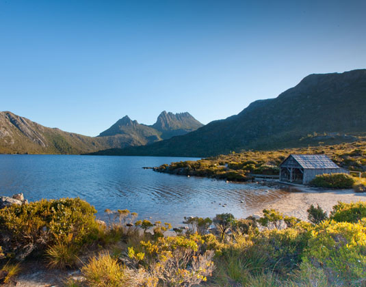 Tasmania_Wonders_MAIN_Boat_shed,_Lake_Dove_and_Cradle_Mountain,_Tasmania.jpg