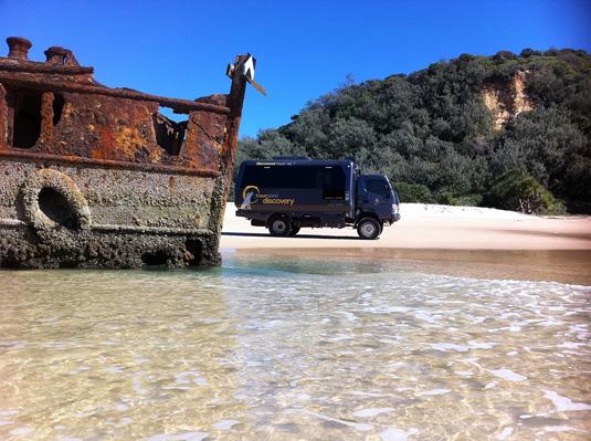 Fraser_Island_Maheno-and-truck.jpg