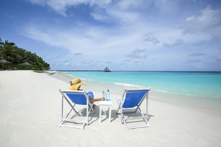 Reethi-Beach-Resort_lady-on-beach.jpg