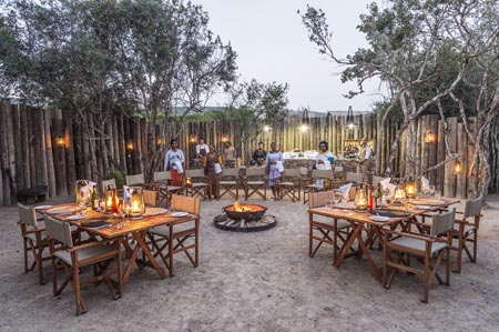 Kariega_Settlers-Drift_outdoor-dining.jpg