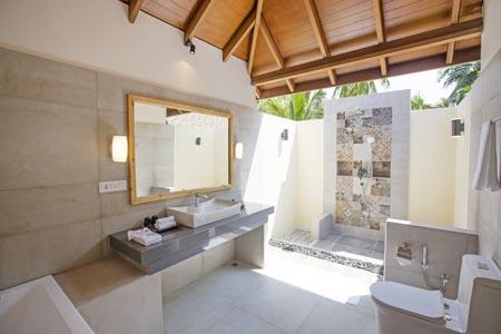 Reethi-Faru_Deluxe-beach-villa_Bathroom-2.jpg
