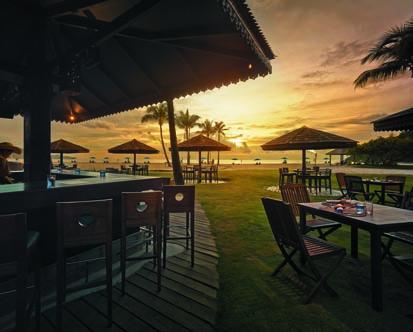 Shangri-La-Rasa-Ria_Sampan-Bar.jpg