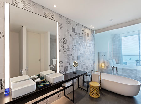 Oberoi-Al-Zorah-Ajman_Premier-Room-Bath.jpg