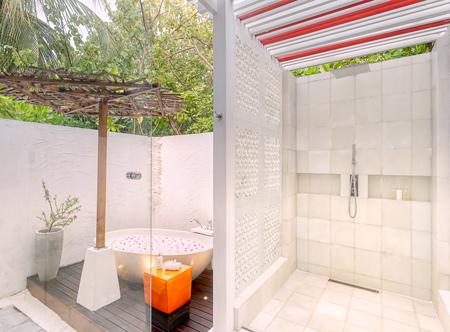OZEN-LIFE-MAADHOO-Earth-Villa-Open-Air-Bathtub-and-Shower.jpg