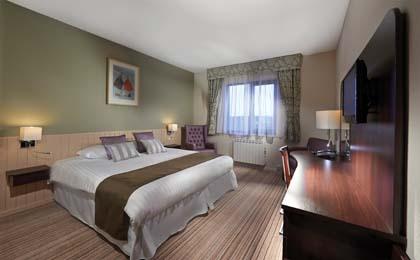 Peninsula_Guernsey_standard_room.jpg