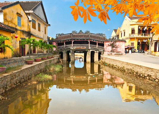 Japanese-Bridge-in-Hoi-An.jpg