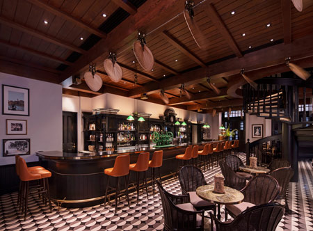 Raffles_Long-Bar-Interior.jpg