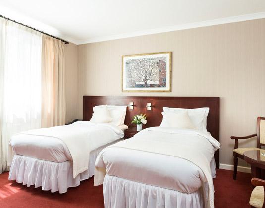 Savoy_Hotel_-_Twin_Room.jpg