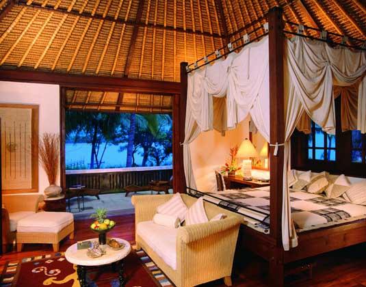 Oberoi_Lombok_-_Villa_bedroom.jpg