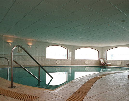 Fort_dAuvergne_-_Indoor_Pool.jpg