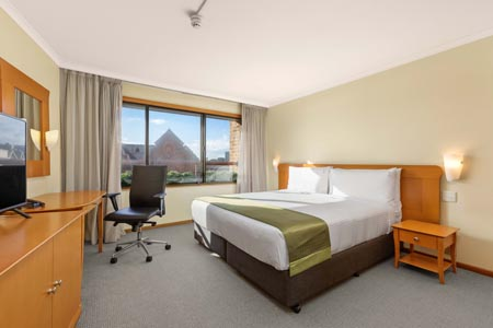 Holiday-Inn-Old-Sydney_standard-room.jpg