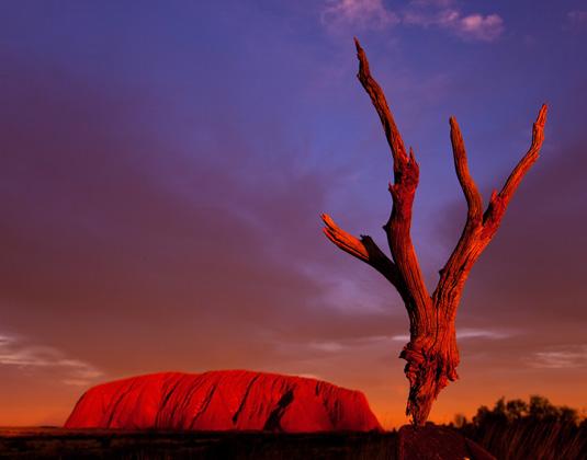 Uluru_at_sunset.jpg