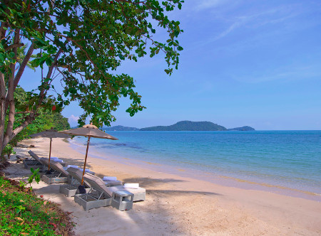 Amatara_Wellness_Resort_-_Private_Beach.jpg