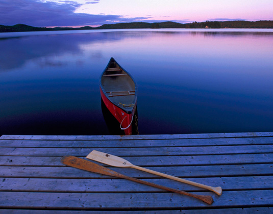 Algonquin_Provincial_Park_-_Canoe_by_dock_at_night.jpg