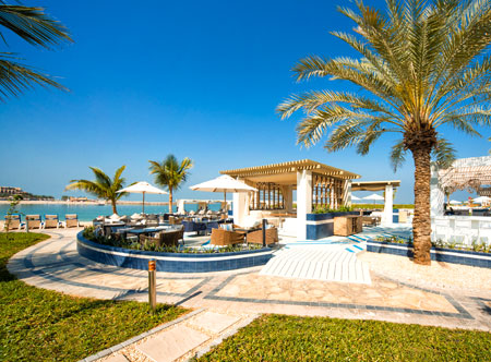 Hilton-Ras-Al-Khaimah_Sol-Bar-Beach-_and_-Lounge.jpg
