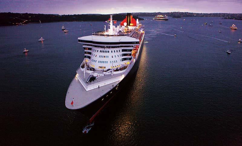 Queen_Mary_2_and_Queen_Elizabeth_Sydney_Front.jpg