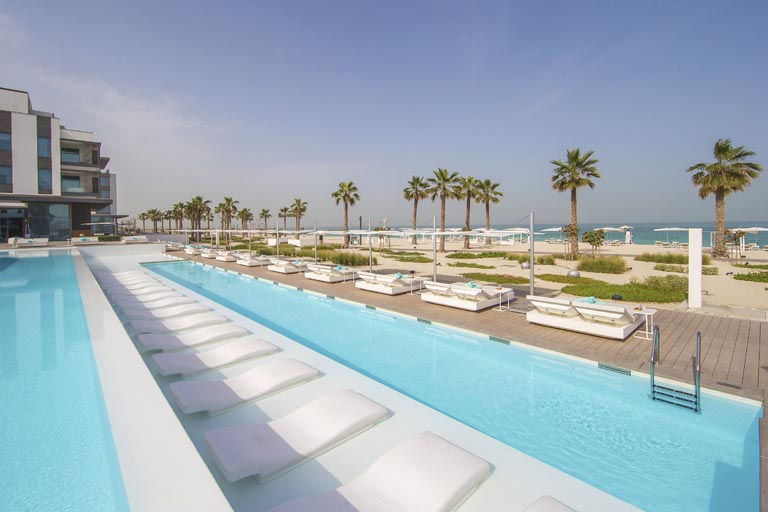 Nikki-Beach-Dubai_Hotel-swimming-pool.jpg