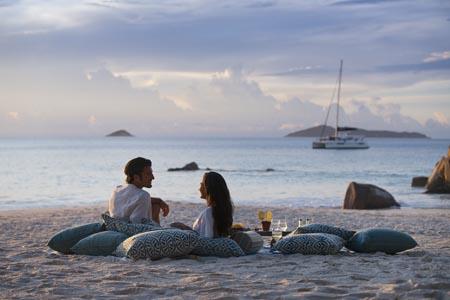 Raffles-Seychelles_Anse-Lazio-Sundowner-Couple.jpg