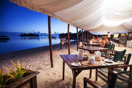 Pacific-Resort-Rarotonga-Beachfront-dining-1-2.jpg