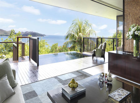 Raffles-SEZ_One_Bedroom_Panoramic_Villa_Lounge_491295_med.jpg