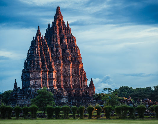 Prambanan_Temple_on_sunset.jpg