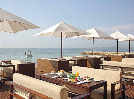 Puri_Santrian_-_Lounge_by_the_sea.jpg