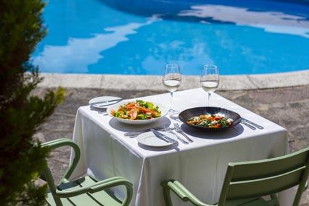 Bella-Luce-Hotel-Dip-n-Dine-01.jpg