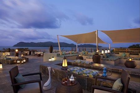 Raffles-SEZ_Takamaka_Terrace_Lounge_491348_med.jpg