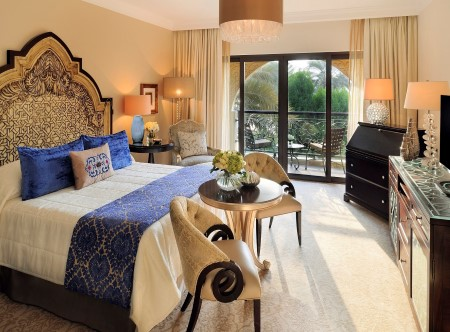 Deluxe_Room,_Arabian_Court_of_One_and_Only_Royal_Mirage,_Dubai_3.JPG