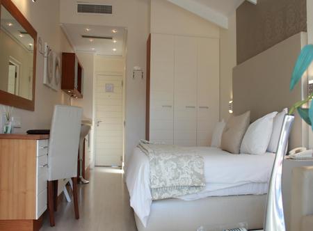 Harbour_House_Luxury_Room.jpg