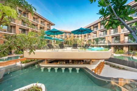 La-Flora_Hotel-Outdoor-007.jpg