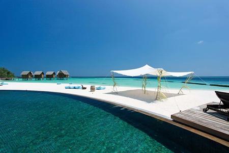 Constance_moofushi-maldives-pool-view-7.jpg