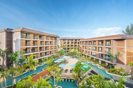 La-Flora_Hotel-Outdoor-001.jpg